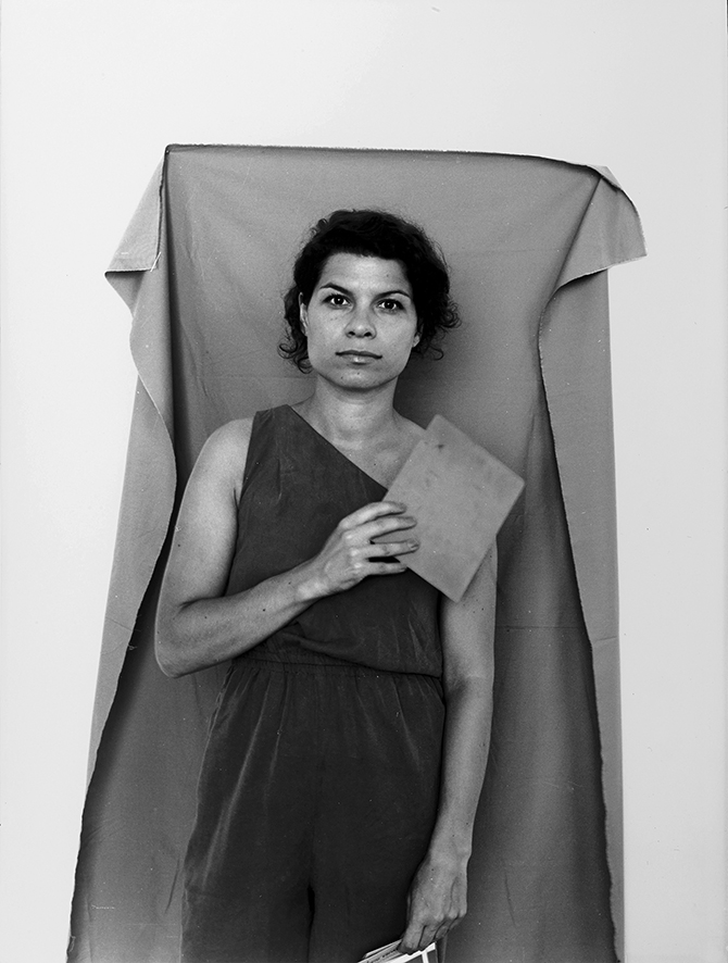 Selbstportrait mit Graukarte, 2013